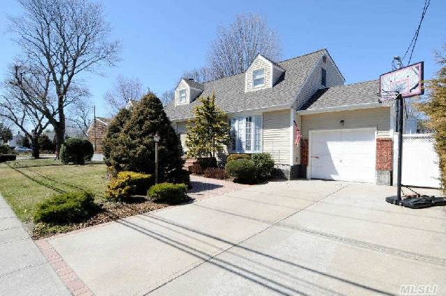 29 Farmers Avene, Bethpage, New York 11714