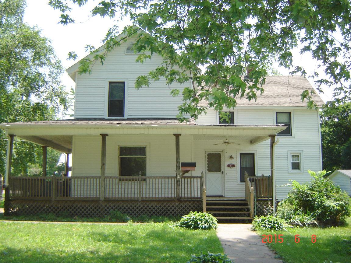 111 Henderson Rd, Knoxville, Illinois 61448