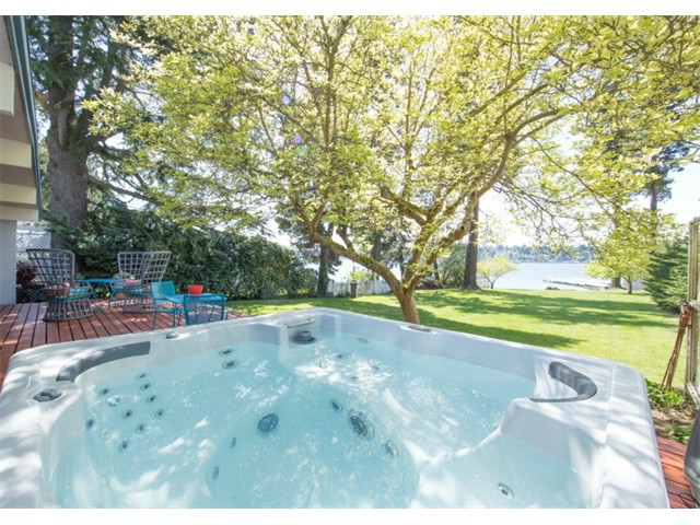 13233 Holmes Point Dr NE, Kirkland, Washington 98034