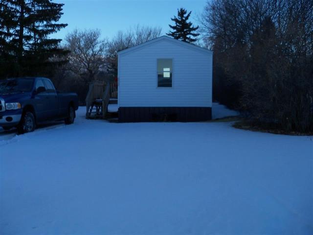 206 NE Farmington Ave, Bowbells, North Dakota 58721