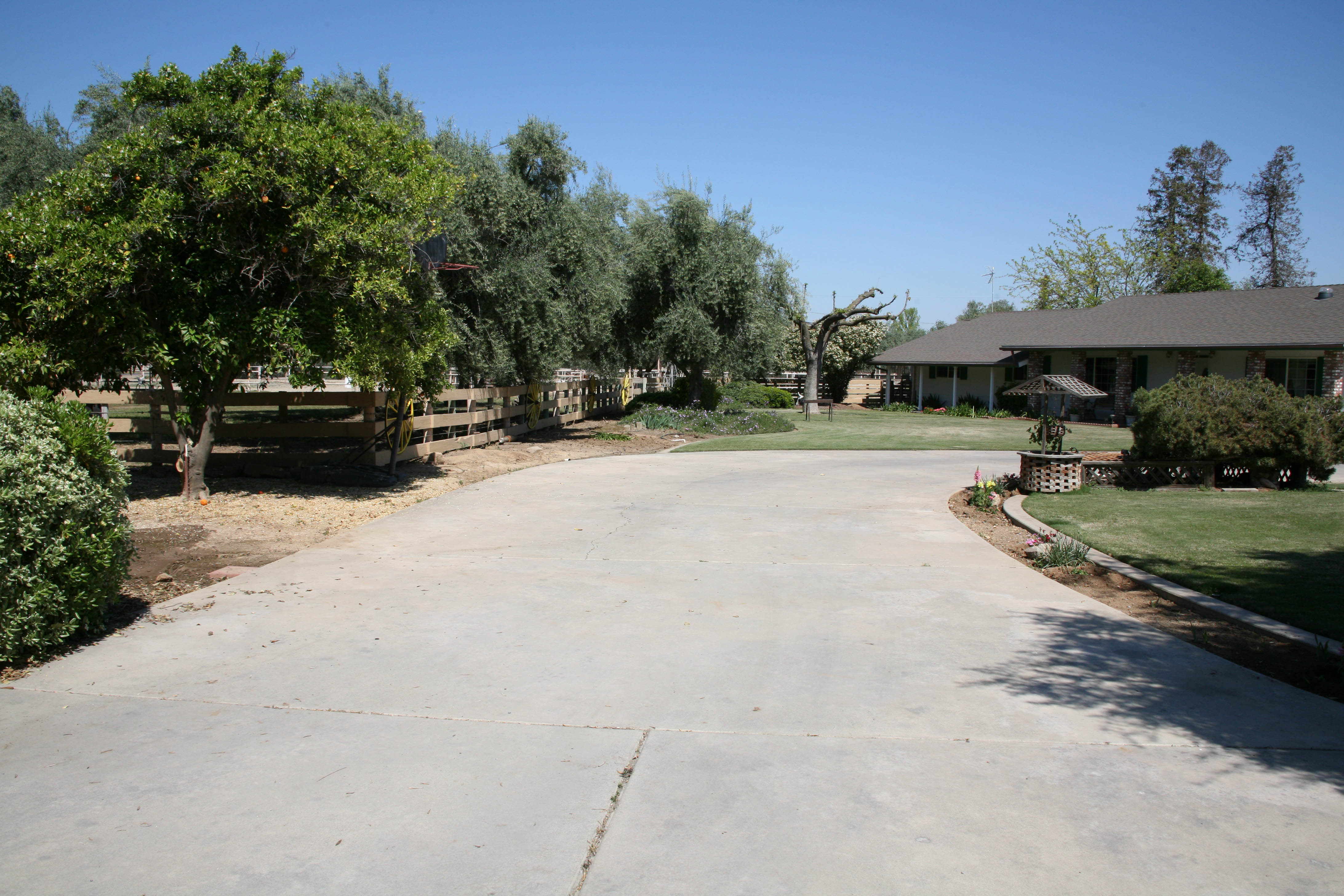 1272 S Westwood Rd, Porterville, CA 93257
