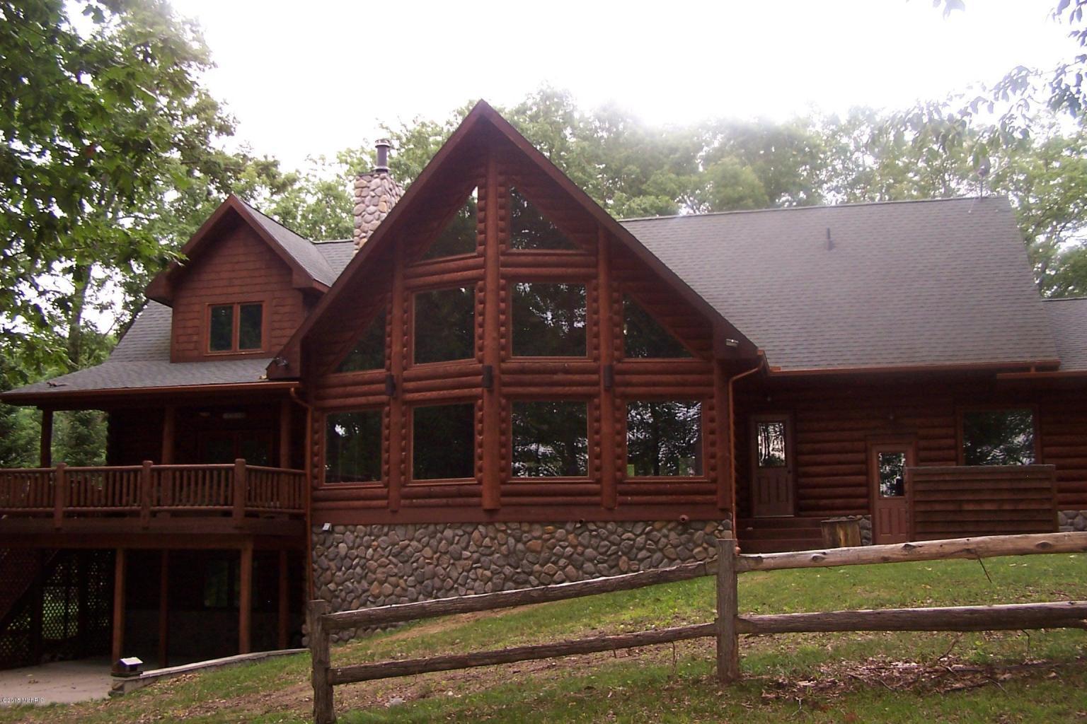 1236 Queensway Dr, Lake Isabella, Michigan 48893