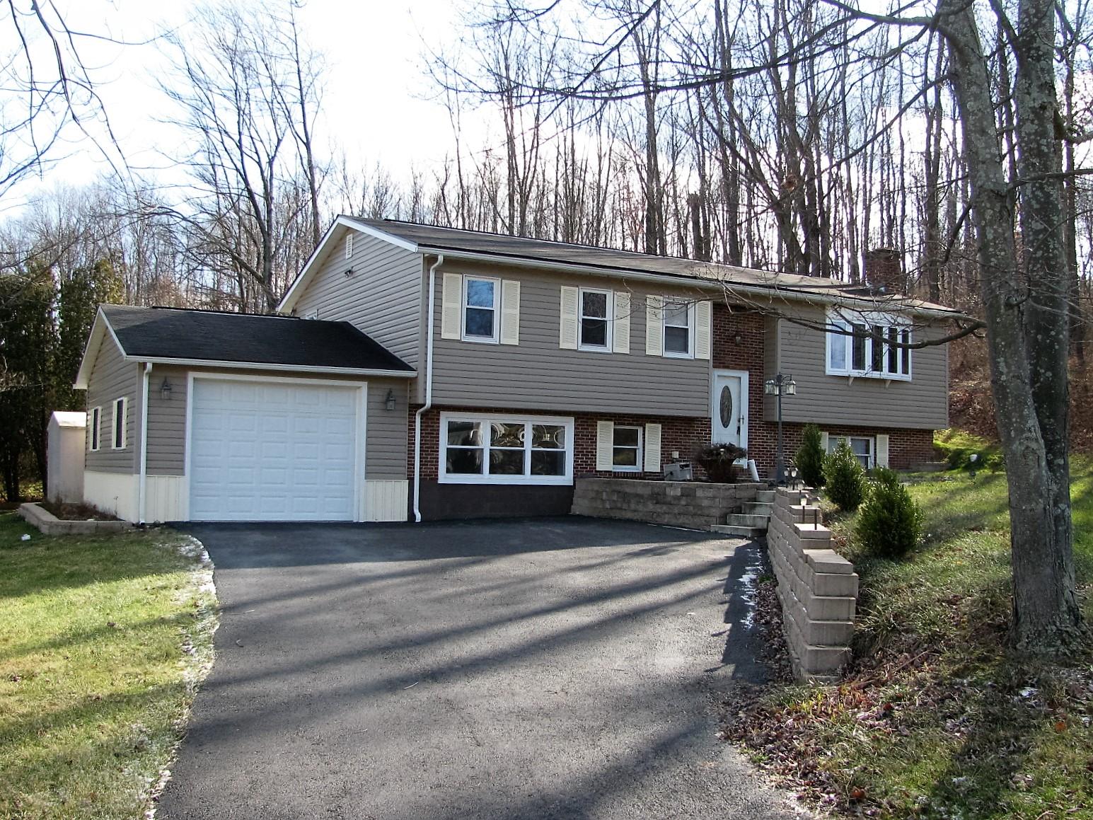 2095 W 10th St, Tyrone, Pennsylvania 16686