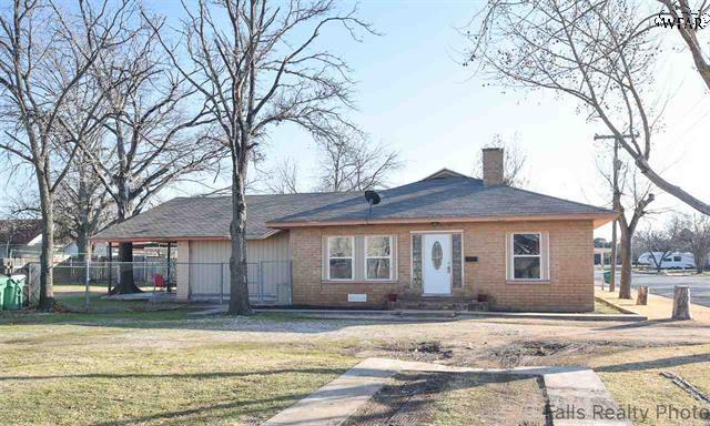 304 S. Archer St., Henrietta, Texas 76365