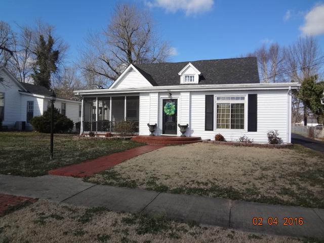 140 W 5th St., Calhoun, Kentucky 42327
