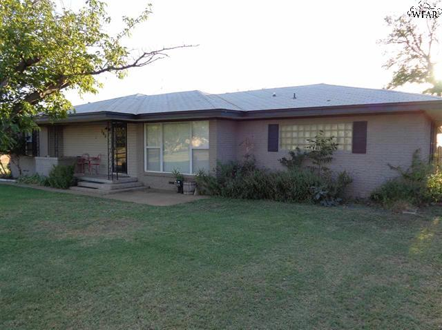 705 West Ave, Electra, Texas 76360