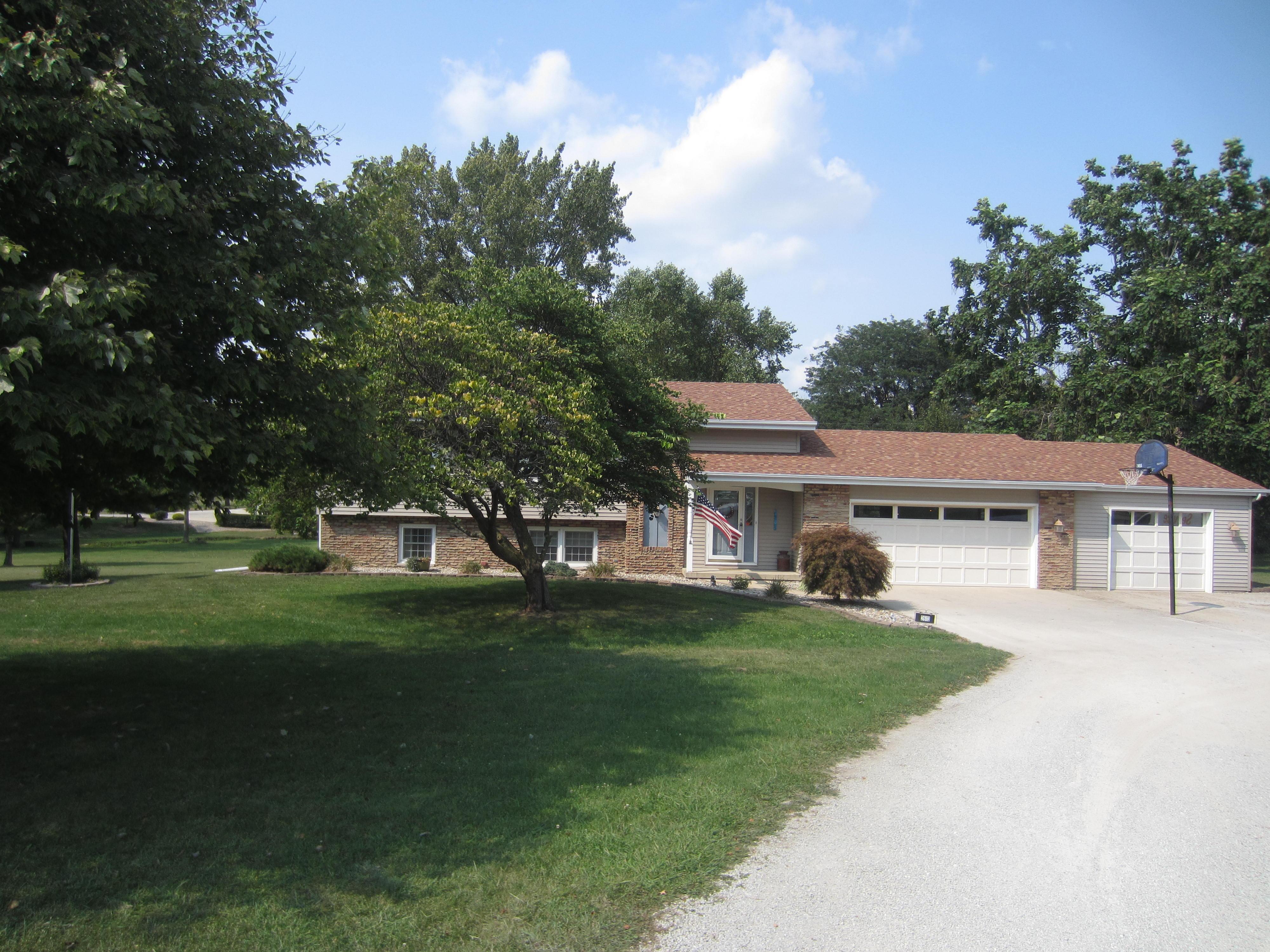 2613 Paradise Road, Mattoon, Illinois 61938