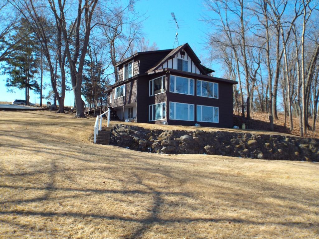 W5826 Oxbow Trail, Princeton, Wisconsin 54968