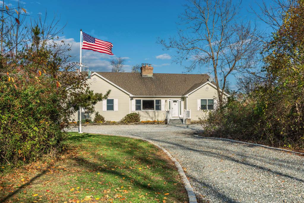 1055 Skunk Lane, Cutchogue, NY 11935