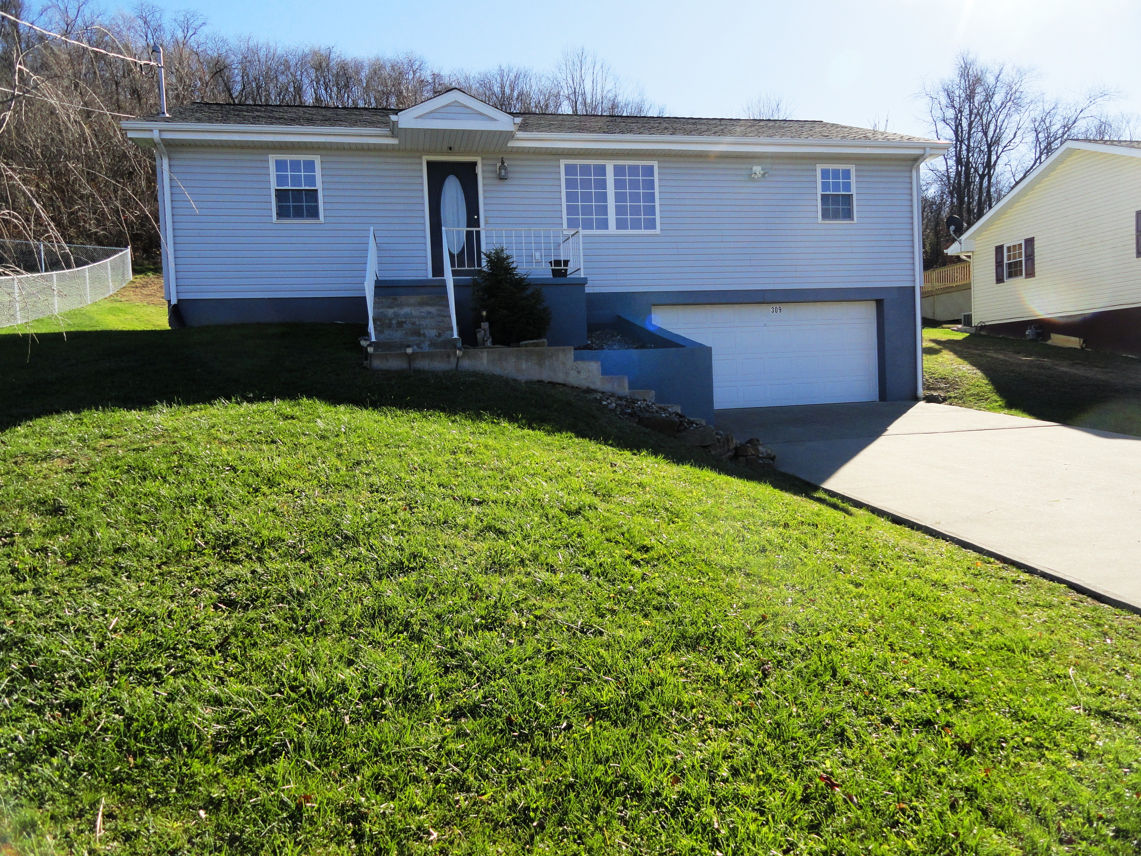 309 Blossom Ave, Newell, West Virginia 26050