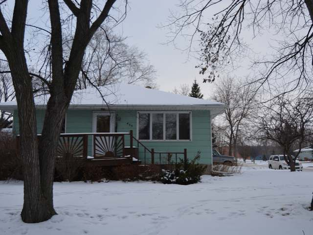 455 2nd St NE, Garrison, North Dakota 58540