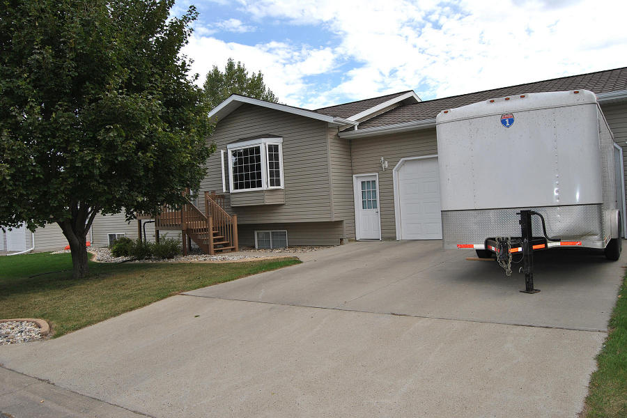 312 23rd Ave NE, Jamestown, North Dakota 58401