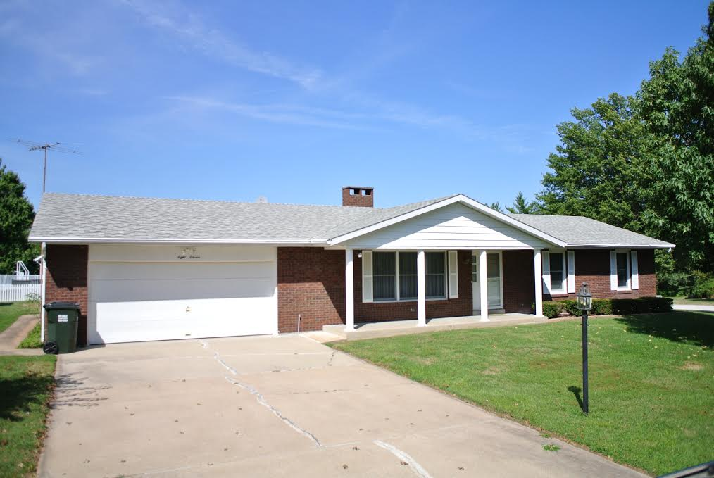811 Rock Hill Dr., Red Bud, Illinois 62278