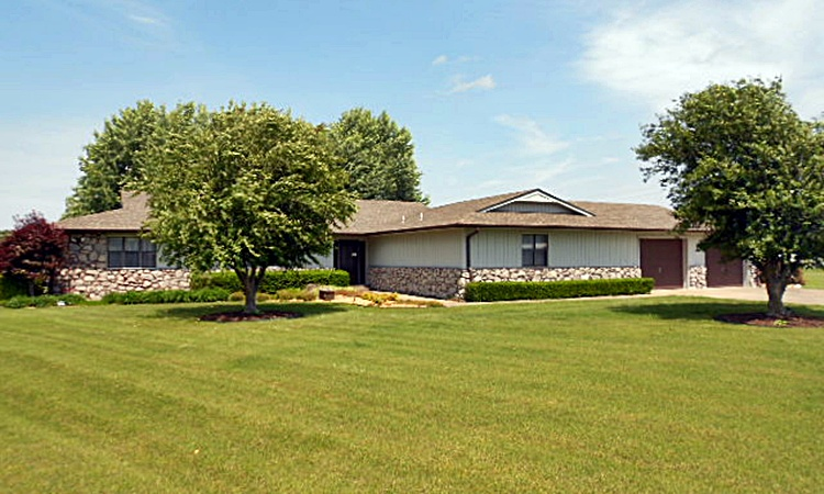 910 W. YOUNG AVE., Stilwell, Oklahoma 74960