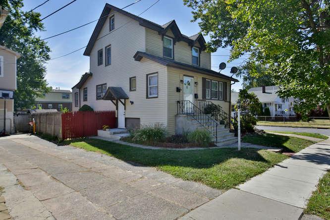 180 Merritt Ave, Bergenfield, New Jersey 07621
