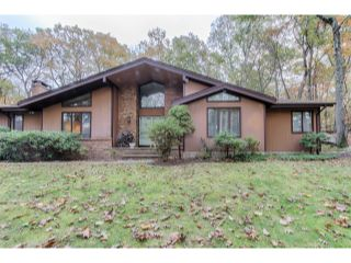 Home For Sale at 510 Pepperidge Tree Ln, Kinnelon NJ