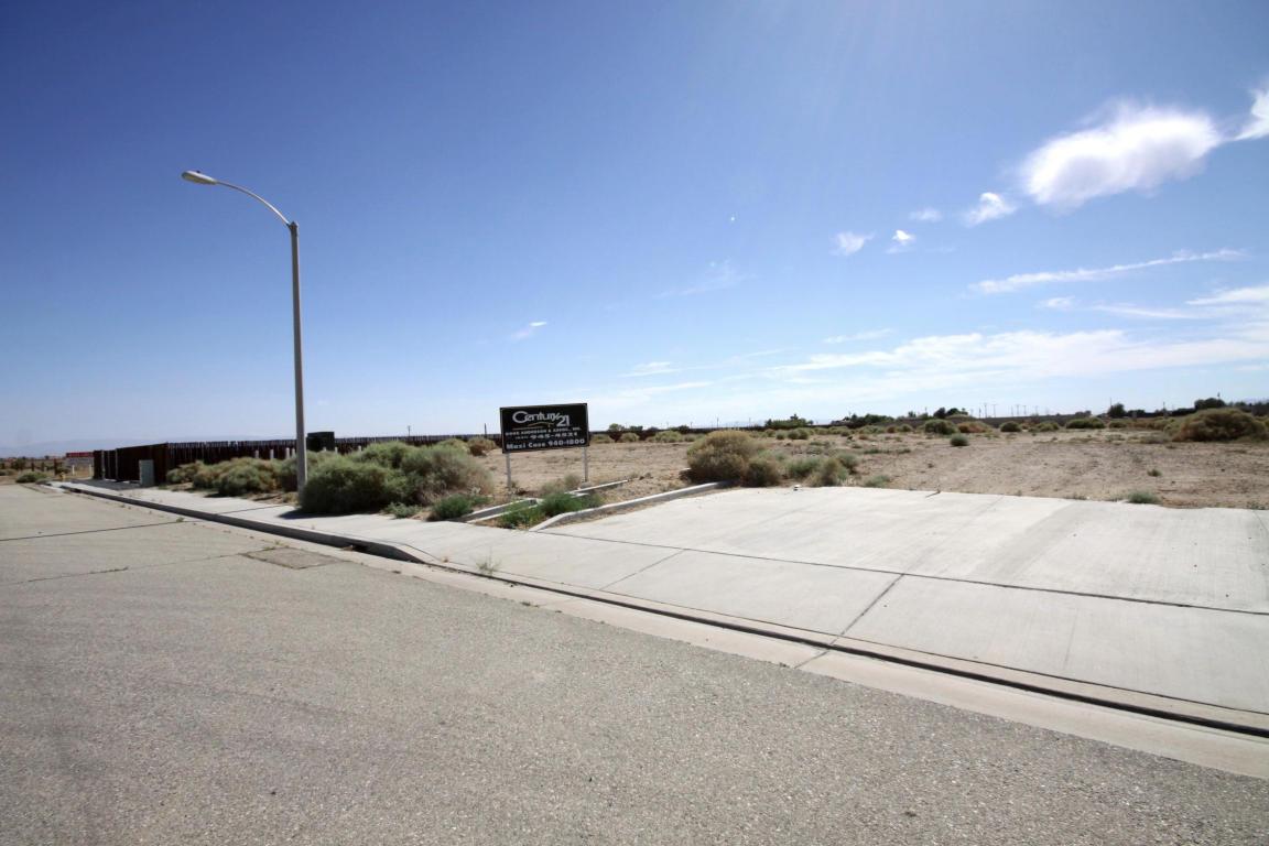 11 Eagle Way, Rosamond, CA 93560