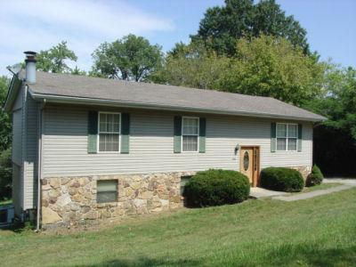 350 W. Robbins St., Jellico, Tennessee 37762