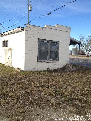 208 Front, Falls City, Texas 78113